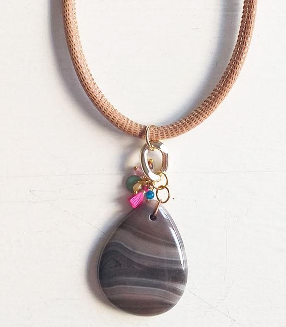 Collar Stone